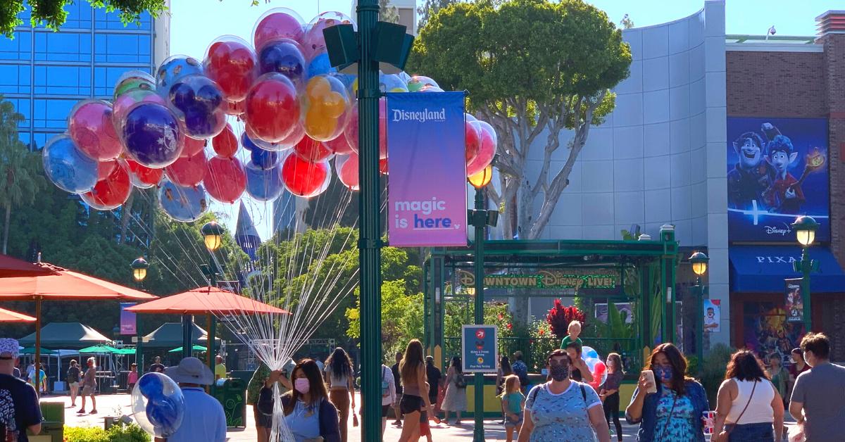 ダウンタウンディズニー 空で踊るいている風船  #ディズニー #カリフォルニア